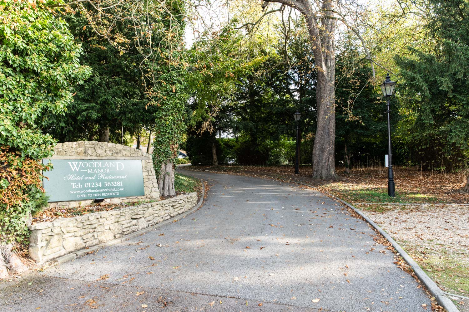 driveway entrance to Woodland Manor Hotel & Restaurant
