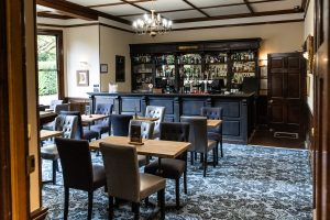 Woodland Manor in Bedford has a hotel restaurant bar. The bar is traditionally decorated and cosy.