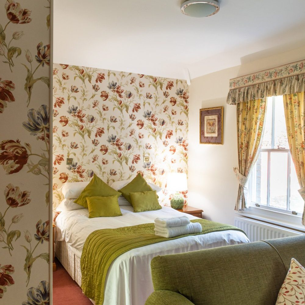 Woodland Manor Hotel and Restaurant - Suites & Bedrooms - 13